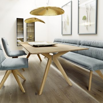 Tischgruppe in Eiche hell mit Polsterbank und Polstersessel jeweils mit Holzgestell in Eiche hell