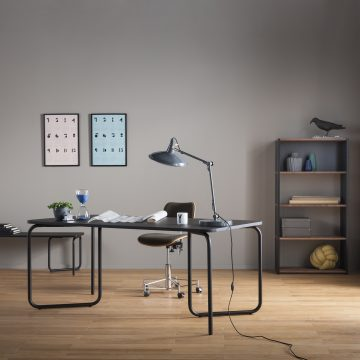 Tisch Helios mit verstellbarem Metallgestell von Joval, Tischplatte abgrundet