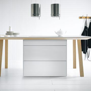 Next125 Arbeitstisch als Kochinsel in Eiche und Lack matt weiß
