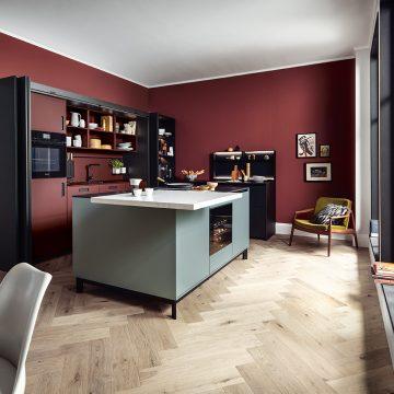 Einbauküche rot, schwarz, grau, mit Einschubtürenschrank und Kochinsel, Bora Kochfeldabzug PURU