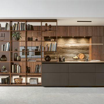 Einbauküche Next125 mit Kochinsel, Arbeitsplatte und Rückwandverkleidung in Kermik, Bora Kochfeldabzug Professional
