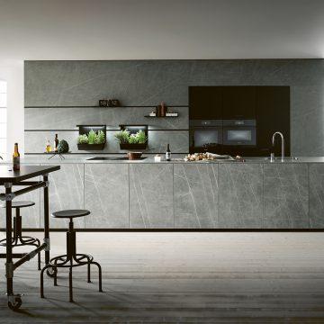 Designerküche im industrial-look mit Keramik-Arbeitsplatte und Keramik Fronten