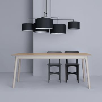 Tischgruppe E8 mit 2 Stühlen in gebeizter Ausführung und mit der Leuchte Noon in schwarz