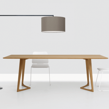 Massivholztisch eckig in Eiche, Tisch Twist, Stehleuchte Noon von Zeitraum